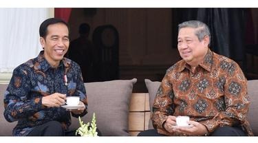 Presiden Jokowi dan SBY mengenakan baju batik