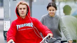 Dilansir dari HollywoodLife, Selena tak menginginkan hadiah dalam bentuk fisik. (USMagazine)