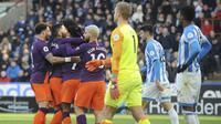 Para pemain Manchestes City merayakan gol Raheem Sterling ke gawang  Huddersfield Town pada pekan ke-23 Liga Inggris di The John Smith's Stadium, Minggu (20/1/2019)  malam WIB. (AP Photo/Rui Vieira)