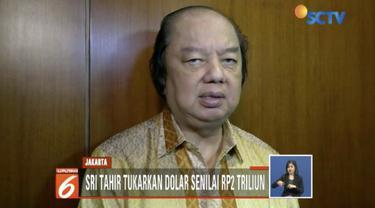 Konglomerat Dato Sri Tahir menukarkan uang Dollar Amerika dan Dollar Singapura miliknya ke mata uang rupiah.
