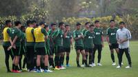Pemain Timnas Indonesia U-22 berlatih di Lapangan Yogyakarta International School (YIS), Sleman, Senin (26/8/2019). (Bola.com/Vincentius Atmaja)