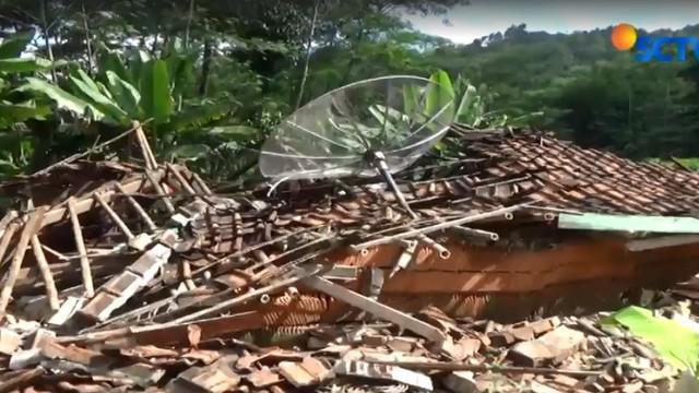 Berdasarkan kajian Badan Penanggulan Bencana Daerah (BPBD), Dusun Cipari merupakan daerah rawan pergerakan tanah dan tidak layak untuk dijadikan kawasan hunian.