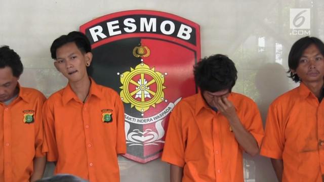 Polda Metro Jaya menangkap komplotan preman yang biasa memeras para sopir bajaj mereka telah melakukan pemerasan sejak 2015