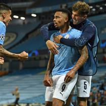 Pemain Manchester City merayakan gol yang dicetak Gabriel Jesus ke gawang Real Madrid pada laga leg kedua 16 besar Liga Champions di Etihad Stadium, Sabtu (8/8/2020) dini hari WIB. Manchester City menang 2-1 atas Real Madrid. (AFP/Oli Scarff/pool)