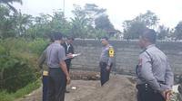 Kalah Pilkades, calon kades menutup jalur anlternatif antar desa yang melintasi tanah pribadi. (Foto: Liputan6.com/Dok. Polsek Kalikajar/Muhamad Ridlo)