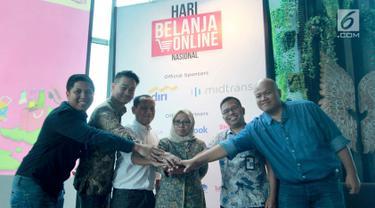 Sejumlah pembicara seusai menggelar media briefeng Harbolnas 2018 di Jakarta, Selasa (13/11). Hari Belanja Online Nasional kembali digelar pada 11-12 Desember 2018 yang diikuti lebih dari 300 e-commerce. (Liputan6.com/HO/Sebio)