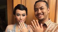 Ratu Felisha dan kekasihnya memamerkan cincin lamaran (Instagram/@ratufelisha)