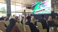 Keluarga calon anggota baru DPR periode 2019-2024 hadir di Parlemen jelang pelantikan. (Liputan6.com/Ika Defianti)