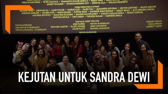 Disney Indonesia memberikan kejutan luar biasa untuk Sandra Dewi, dengan memesan satu studio khusus premiere film Aladdin. Ini karena Sandra Dewi merupakan fans Disney garis keras. Ia sampai dinobatkan sebagai Brand Ambassador Disney pada 2015.