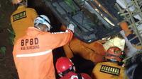 Tim SAR evakuasi korban kecelakaan bus di Sumedang. (Foto: Istimewa).