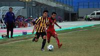 Duel Laos vs Malaysia di matchday terakhir penyisihan Grup B Piala AFF U-16 2018 di Stadion Gelora Joko Samudro, Gresik, Selasa (7/8/2018). (Bola.com/Zaidan Nazarul)