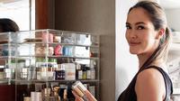Cathy Sharon dan produk kecantikannya (Instagram/cathysharon)