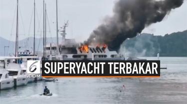 Api membakar sebuah kapal mewah superyacht yang sedang bersandar di pelabuhan Phuket Thailand. Tidak ada korban terluka dalam kebakaran ini.