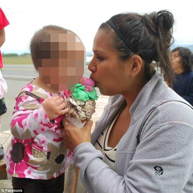 Christina dan putrinya   foto: copyright dailymail.co.uk