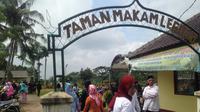 Korban kecelakaan Tanjakan Emen, Subang, Jawa Barat dimakamkan di Taman Makam Legoso (Liputan6.com/Novi Nadya)