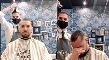 tukang cukur buat warganet haru dengan aksinya