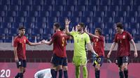 Reaksi para pemain Spanyol di akhir pertandingan sepak bola putra melawan Argentina di Olimpiade Musim Panas 2020, Rabu, 28 Juli 2021, di Saitama, Jepang. (AP/Martin Mejia)