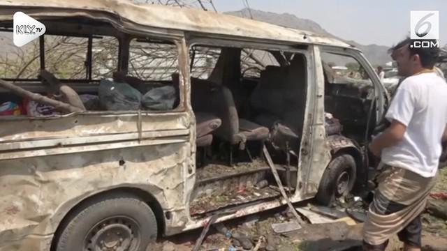 Serangan udara koalisi yang dipimpin Arab Saudi menyebabkan sedikitnya 17 orang meninggal  di kota pelabuhan Hodeida, Yaman. Hingga saat ini, diperkirakan sekitar 10.000 orang telah meninggal dalam konflik yang terjadi di Yaman.