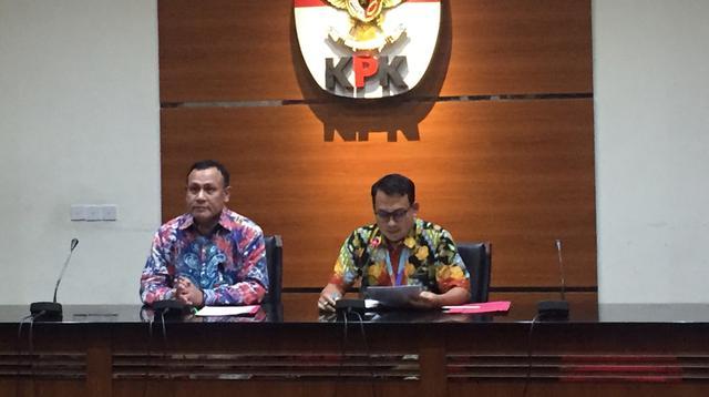 Ketua KPK Firli Bahuri menyampaikan perkembangan penanganan kasus suap caleg PDIP Harun Masiku kepada komisioner KPU Wahyu Setiawan di Gedung KPK, Jumat (17/1/2020). (Radityo Priyasmoro/Liputan6.com).