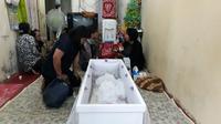 Penyebab Kematian Bocah dalam Karung Mulai Terungkap. (Liputan6.com/Achmad Sudarno)