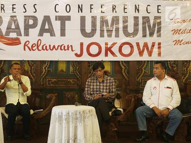 Ketua Panitia Rapat Umum Relawan Jokowi, Victor Sirait saat konferensi pers di kawasan Kemang, Jakarta, Kamis (2/8). Konferensi pers terkait persiapan rangkaian acara yang akan dihelat 4 Agustus 2018 di kawasan Sentul, Bogor. (Liputan6.com/Johan Tallo)