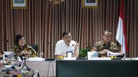 Menteri LHK Siti Nurbaya bersama Menteri Koordinator Bidang Kemaritiman dan Investasi, Luhut Pandjaitan.  foto: Biro Humas KLHK