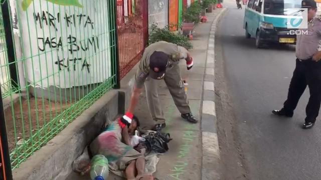 Polesta Tangerang melakukan razia terhadap 10 orang dengan gangguan jiwa.