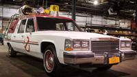 Ecto-1 menggunakan Cadillac Fleetwood Station Wagon.