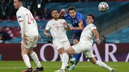 Di babak kedua, berawal dari serangan balik cepat, Gli Azzurri akhirnya mampu memecah kebuntuan lewat gol Federico Chiesa pada menit ke-60. Skor berubah menjadi 1-0. (Foto:AP/Frank Augstein, Pool)