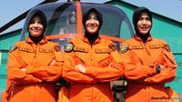 Feny, Rani, Diba, tiga perwira Kowad yang akan menjadi perempuan penerbang pertama TNI AD difoto di sela latihan di Lanumad Ahmad Yani, Semarang, Jumat, 20 Juli 2018. (Sahrul Yunizar/Jawa Pos)