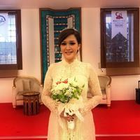Intip cantiknya Maia Estianty dalam balutan gaun pengantin. (instagram/duljaelani)