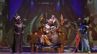 Slamet Rahardjo seabgai Batara Guru dalam Lakon Goro-Goro: Mahabarata 2 oleh Teater Koma pada Rabu (14/7/2019) di Graha Bhakti Budaya, Taman Ismail Marzuki Jakarta. Pementasan Lakon itu digelar 25 Juli hingga 4 Agustus 2019. (Foto: Image Dynamics)i)
