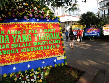 Karangan Bunga untuk Ahok-Djarot Penuhi Halaman Balai Kota Jakarta