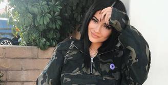 Kylie Jenner kini tengah menjalani perannya sebagai seroang ibu. Dan si bungsu keluarga Kardashian ini ternyata sangat telaten! (instagram/kyliejenner)