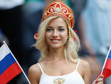 Senyum Memesona Suporter Cantik Rusia di Piala Dunia 2018