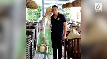 Angel Lelga, mantan istri siri Rhoma Irama, dalam waktu dekat ini dikabarkan akan dinikahi oleh Vicky Prasetyo