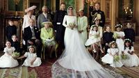 Dalam foto yang dirilis Istana Kensington pada 21 Mei 2018, memperlihatkan foto pernikahan Pangeran Harry dan Meghan Markle di Windsor Castle, Inggris. Harry dan Meghan berfoto bersama anggota keluarga kerajaan. (Alexi Lubomirski/Kensington Palace via AP)