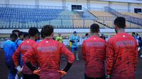 Suasana latihan Persib Bandung di Stadion GBLA, Bandung, Selasa (25/8/2020). (Bola.com/Erwin Snaz)