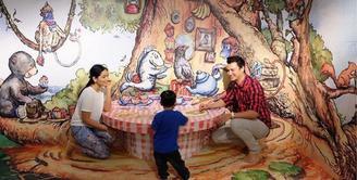 Christian Sugiono mengajarkan anaknya untuk bersosialisasi dan menghabiskan waktu di alam terbuka.