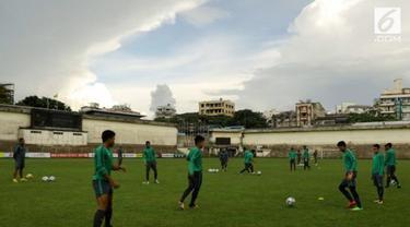 Tim medis yang mendampingi para pemain Timnas u-19 memastikan kondisi pemain prima dan siap bertanding melawan Thailand hari ini  (15/09/2017) Petang.