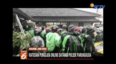 Rekan mendapat pukulan, ratusan ojek online di Sukabumi, Jawa Barat laporkan oknum ojek pangkalan.