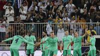 Para pemain Real Madrid merayakan gol yang dicetak oleh Luka Modric ke gawang Valencia pada laga Piala Super Spanyol di Stadion King Abdullah Sport City, Arab Saudi, Rabu (8/1/2020). Real Madrid menang 3-1 atas Valencia. (AP/Amr Nabil)