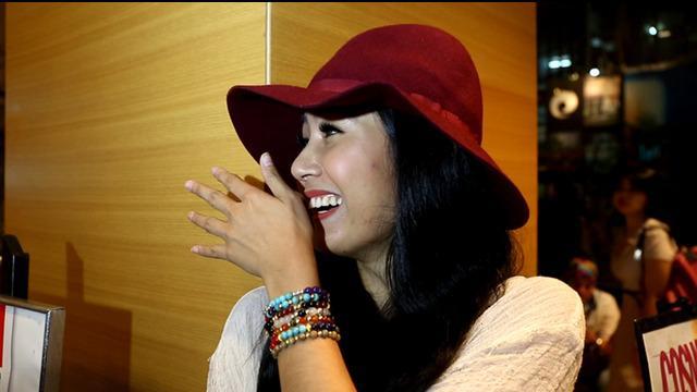 Ardina Rasti mengaku dirinya baru-baru ini menyelesaikan syuting di Lombok, tapi nih pada saat ditanya seputar Lombok, Rasti kok malah Gelagapan ya