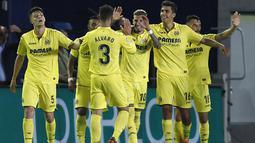 Para pemain Villarreal merayakan gol Castillejo saat melawan Real Madrid pada laga terakhir La Liga di Ceramica stadium, Villarreal, (19/5/2018). Real Madrid bermain imbang 2-2. (AP/Alberto Saiz)