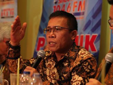 Anggota DPR RI F-PDIP, Masinton Pasaribu saat berdialog membahas Freeport di Warung Daun, Jakarta, Sabtu (12/12/2015). Masinton menyebut Freeport sebagai VOC gaya baru. (Liputan6.com/Angga Yuniar)