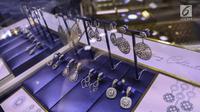 Berbagai koleksi perhiasan dipamerkan saat grand opening gerai Adelle Jewellery di Jakarta, Jumat (16/8/2019). Adelle Jewellery menjadi pilihan perempuan modern dalam berpenampilan sekaligus berinvestasi. (Liputan6.com/Faizal Fanani)