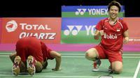 Selebrasi Liliyana Natsir (kanan) dan Tontowi Ahmad usai kalahkan ganda China pada ajang BWF World Championships 2017 di Emirates Arena, Glasgow (27/8/2017). Tontowi/Liliyana menang 15-21, 21-16, 21-15. (Jane Barlow(/PA via AP)