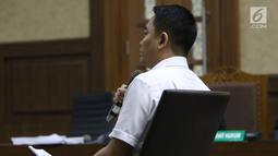 Terdakwa dugaan suap pengadaan satelit monitoring Bakamla, Fayakhun Andriadi saat menjalani sidang lanjutan di Pengadilan Tipikor, Jakarta, Rabu (7/11). Sidang mendengar nota pembelaan terdakwa. (Liputan6.com/Helmi Fithriansyah)