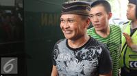 Abdul Azis atau Daeng Azis saat tiba di Pengadilan Negeri Jakarta Utara, Rabu (18/5). Daeng Azis menjadi terdakwa pada kasus pencurian listrik (Liputan6.com/Herman Zakharia)