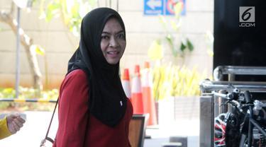 Mantan Anggota DPR Wa Ode Nurhayati bersiap menjalani pemeriksaan di gedung KPK, Jakarta, Rabu (21/8/2019). Wa Ode diperiksa KPK sebagai saksi dalam kasus korupsi pengadaan proyek KTP Elektronik (E-KTP) untuk tersangka Direktur Utama PT Sandipala Arthaputra, Paulus Tannos. (merdeka.com/Dwi Narwoko)